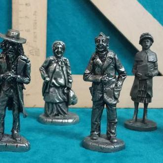Коллекционные миниатюрные фигурки персонажей Чарльза Диккенса 7 штук металл 1977 год