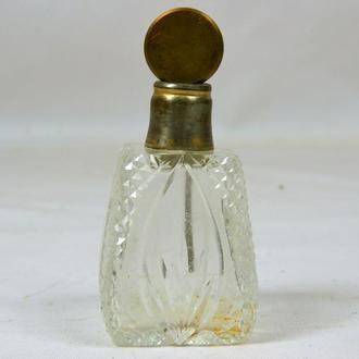 Стеклянная бутылочка для духов, полная высота 8,5 см.