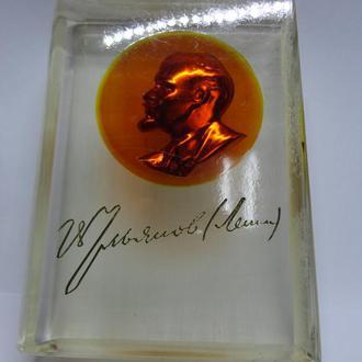 Настольный сувенир Ленин книга