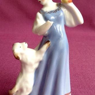 Статуэтка Царевна с яблочком.  Фарфор. Песочное 1955 г.