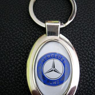 Брелок Mercedes.
