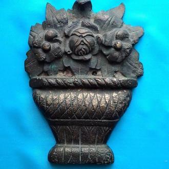 Ваза с цветами. Старинная большая бронзовая каминная накладка. до 1917 г. Бронза.