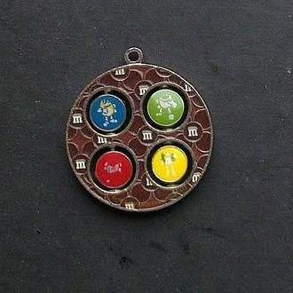 Медальон, подвеска m&m's