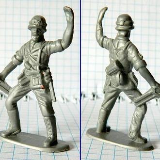 Фигурка солдата вермахта (пластик)