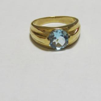Золотое кольцо 333 пробы с голубым топазом