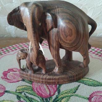 Статуэтка Слоны. Красное дерево. Индия. Н-10см.