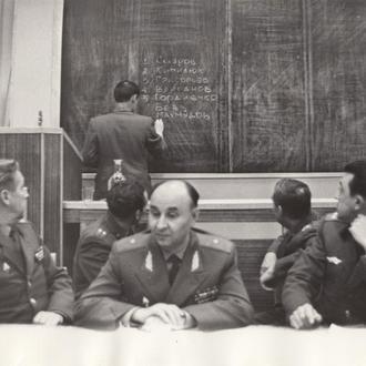 Фото. Генерал-майор в комиссии.