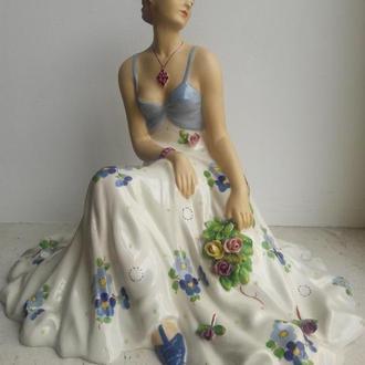 Девушка с букетом цветов Royal Dux 1912 - 1939 гг.