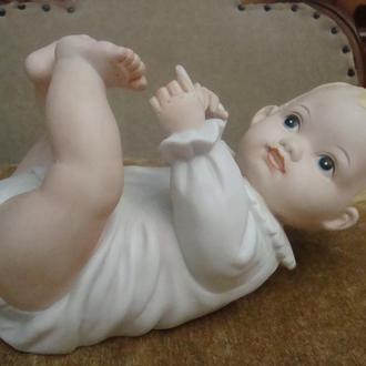 СТАТУЭТКА ФАРФОР HEUBACH ГЕРМАНИЯ 1950 - х  ДЕТИ BABY PIANO