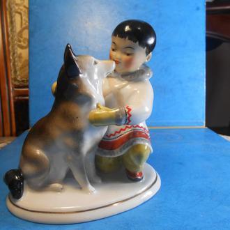 Фарфор статуэтка ЛФЗ Дружба Якут с собакой, 1954 г. СССР из серии Дети севера