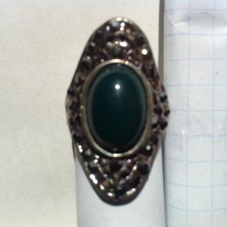 Перстень с натуральным камнями