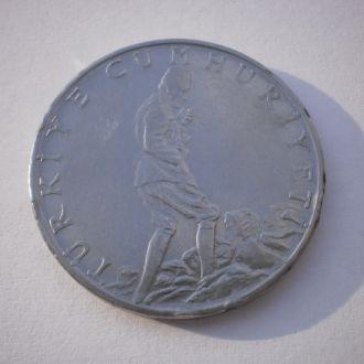 Турция. Туреччина. Дві з половиною ліри. 2+1/2  ліри. Красива велика монета. Нечастий номінал.