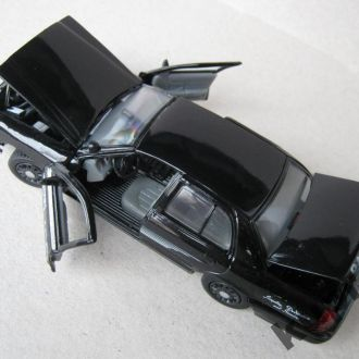 Ford Crown Victoria Tustin Police 1:43 Gearbox