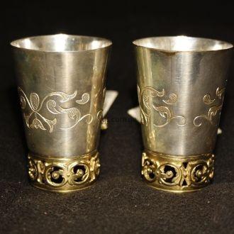 Две серебрянные рюмочки