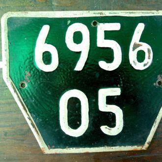 Старый автомобильний номерной знак для прицепа