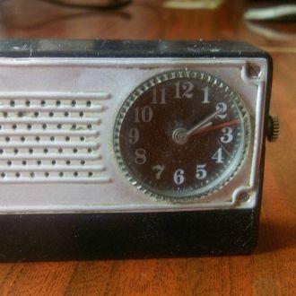 Часы будильник СССР.