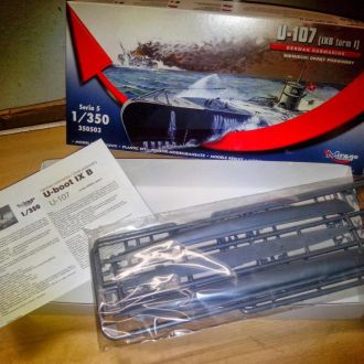 1/350 MIRAGE HOBBY German U-boat type IXB-I