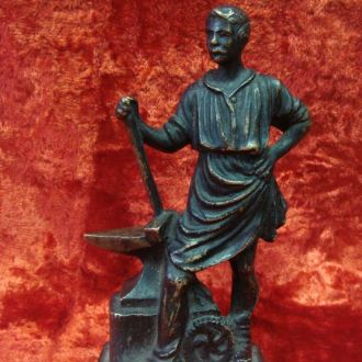 Скульптура Кузнец бронза старинная