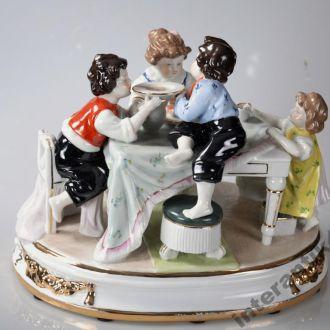 Большая статуэтка дети фарфор Германия Neundorf.Доставка бесплатно !