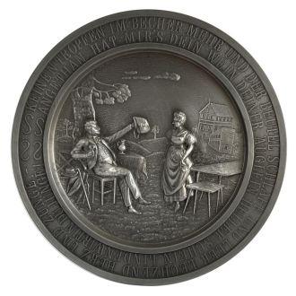 Оловянная тарелка панно Die Lindenwirtin, Germany