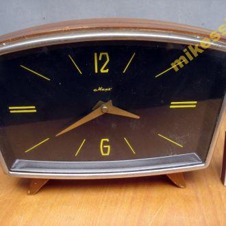 Часы механические  Маяк настольные