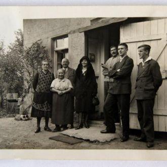 Старое фото Возле дома 1920-е годы. Германия