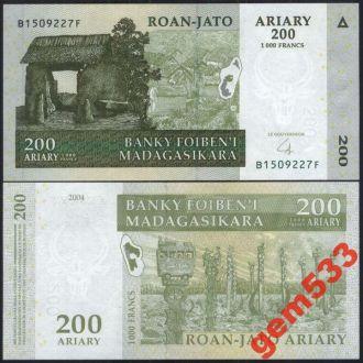МАДАГАСКАР 200 ариари 2004г. UNC