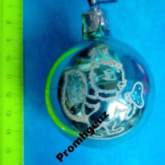 Новогодняя игрушка зелений шар з белочкой 2
