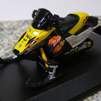 Снегоход Ski-Doo MX Z Adrenaline 2004 1:40 New Ray