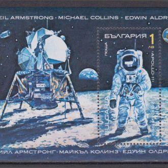 Болгария 1990 ПОСАДКА НА ЛУНУ КОСМОС КОСМИЧЕСКИЕ ПОЛЁТЫ АСТРОНАВТ Bl.213A Mi.3876**