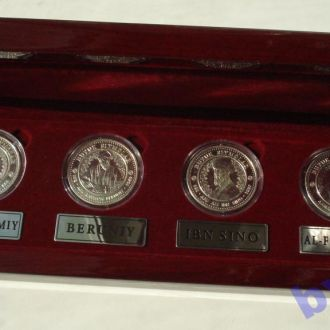 """Подарочный набор памятных монетовидных медалей  """" Великие узбеки Средневековья"""" в родной коробке"""