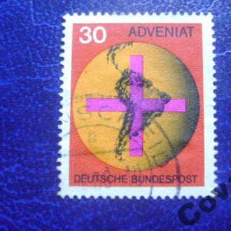 ФРГ Крест перед глобусом с центральной и Южной Аме
