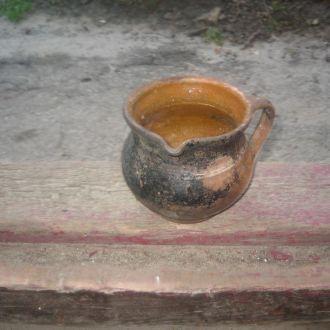 Старинный горшочек с ручкой глина