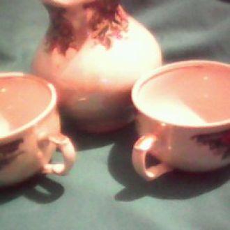 две чашечки и сливочник  фарфоровые