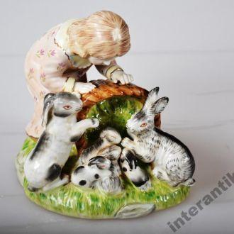 Фарфор статуэтка девочка с зайчиками