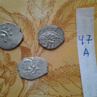 3 Серебрянных  средневековых арабских монет.