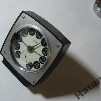 Часы будильник Заря механика СССР