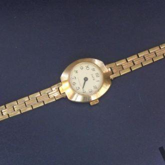 Часы Заря женские механика СССР позолота роскошная вещь