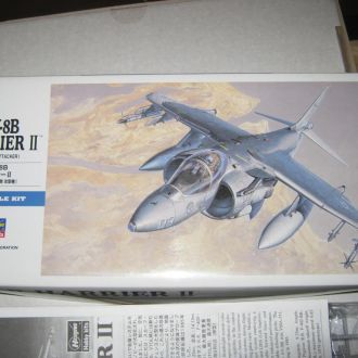 Сборная пластик. модель самолёта AV-8B Harrier II.