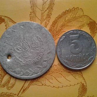 Большая серебрянная арабская монета.