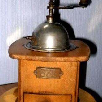 Антикварная кофемолка 1950 годов