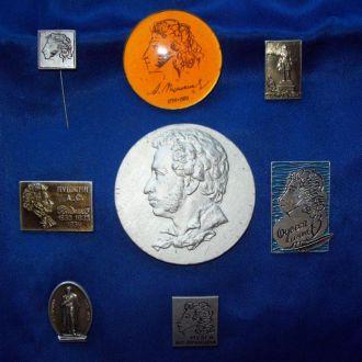 Значки  медаль настольная  А.С. Пушкин 8 шт