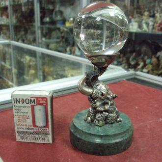 серебро слон с шаром на подставке