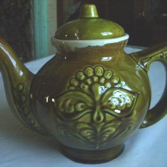 Старый большой зеленый чайник