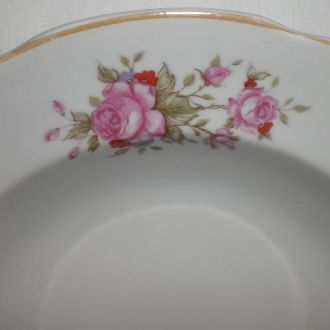 Тарелка большая глубокая. Розы.