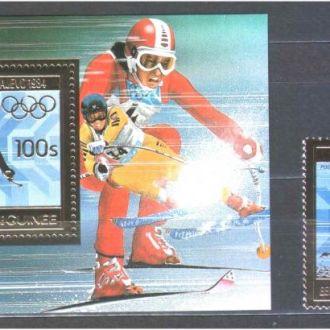 3ОИ Гвинея 1984 г MNH - блок + марка - космос - позолота