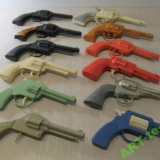 12 пластиковых пистолетов револьверов СССР Отличн.