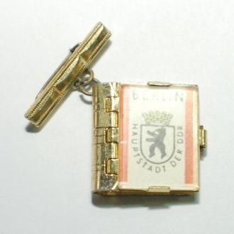 Значок BERLIN HAUPTSTADT DER DDR РЕДКАЯ С ФОТО