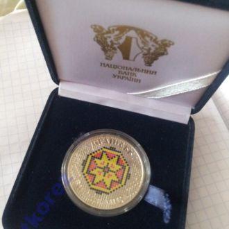 Монета Українська вишиванка- вышиванка в футляре 2013