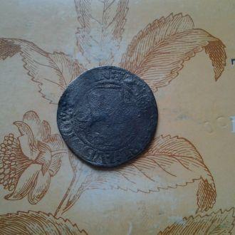 Большая серебрянная средневековая монета.Горелая.